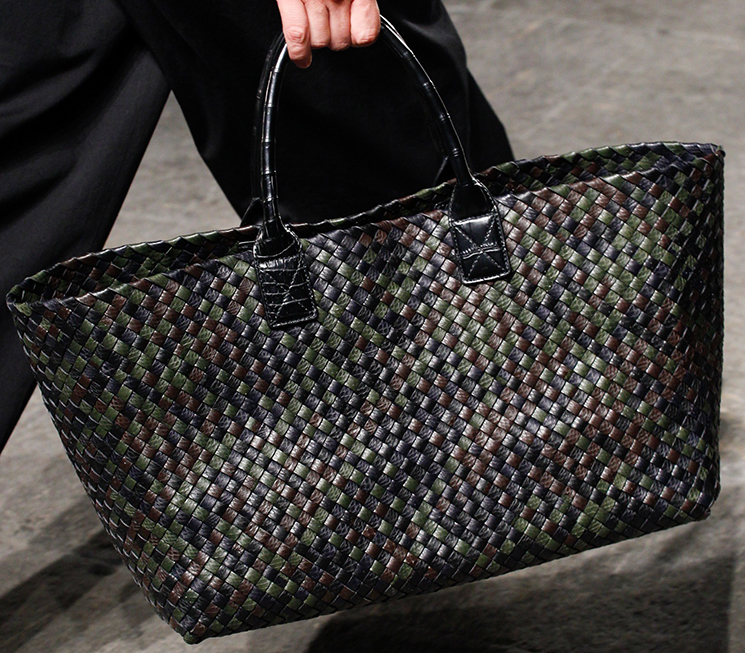 bottega-veneta-spring-summer-2017-runway-bag-collection-featuring-new-chic-bags-5